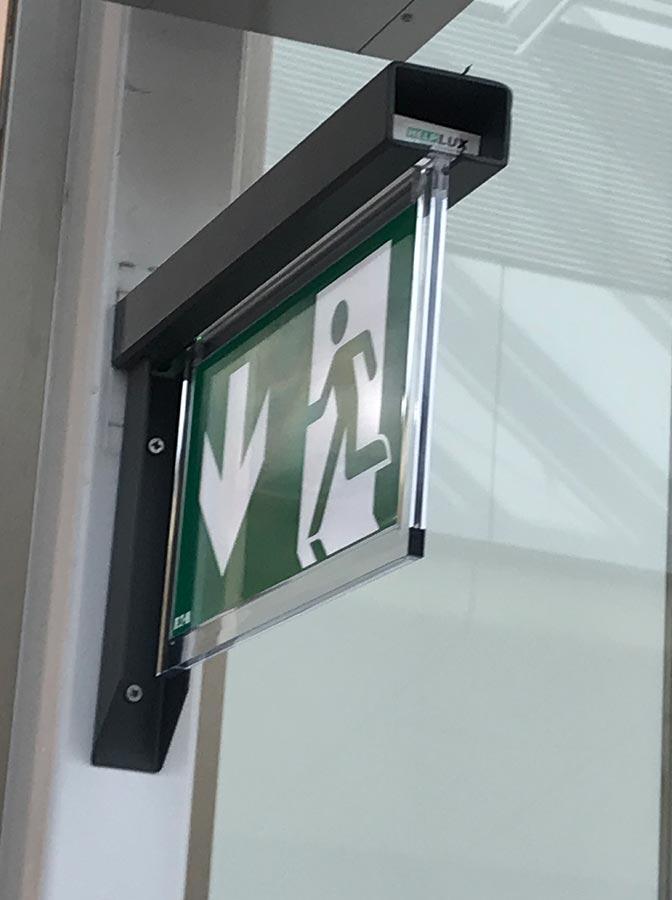 výstrč pre núdzové osvetlenie na stenu EATON - návrh a montáž Žilina
