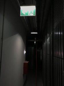 skúška systému núdzového osvetlenia v bytovom dome
