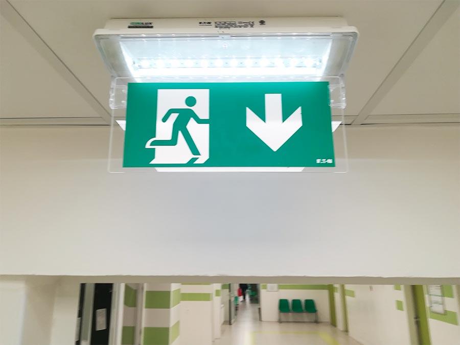 evakuačné núdzové osvetlenie - návrh a montáž - poliklinika Šala