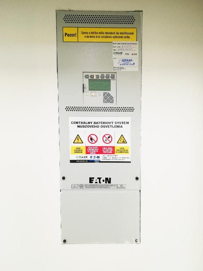 centrálny batériový systém pre núdzové osvetlenie - návrh a montáž - poliklinika Šala