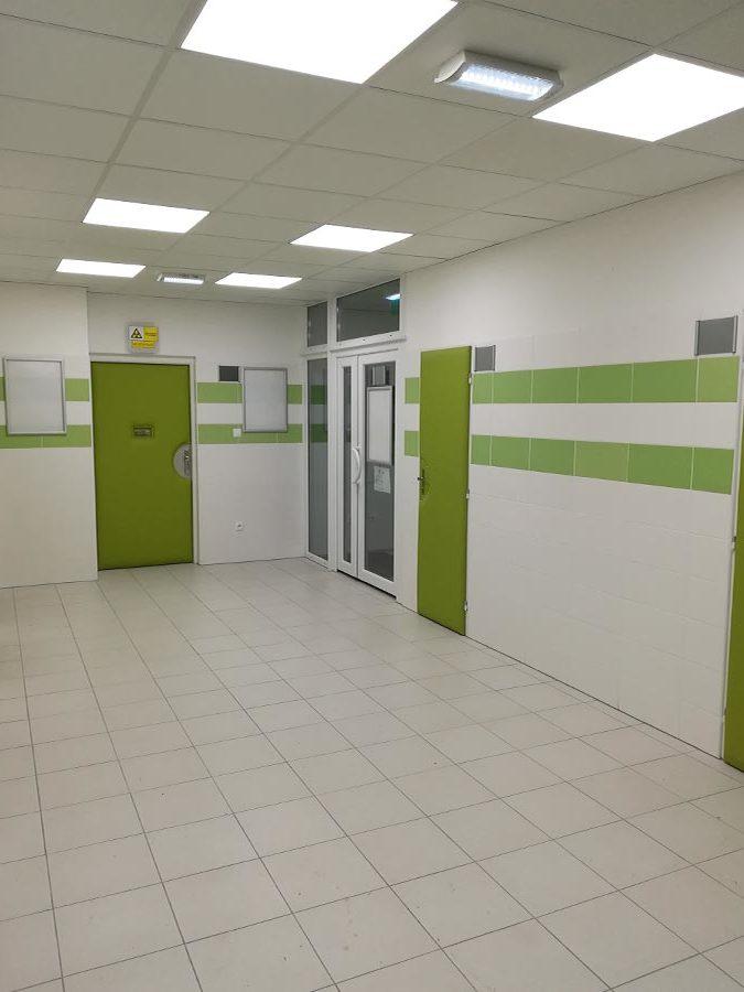 systém pre núdzové osvetlenie - návrh a montáž - poliklinika Šala